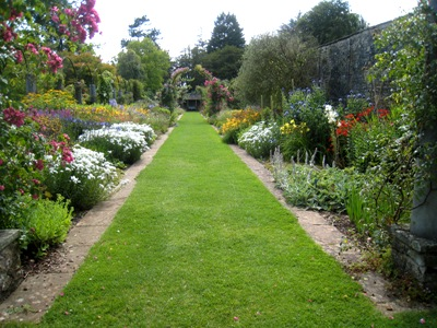 Dyffryn Garden borders copyright Anne Wareham (Veddw)